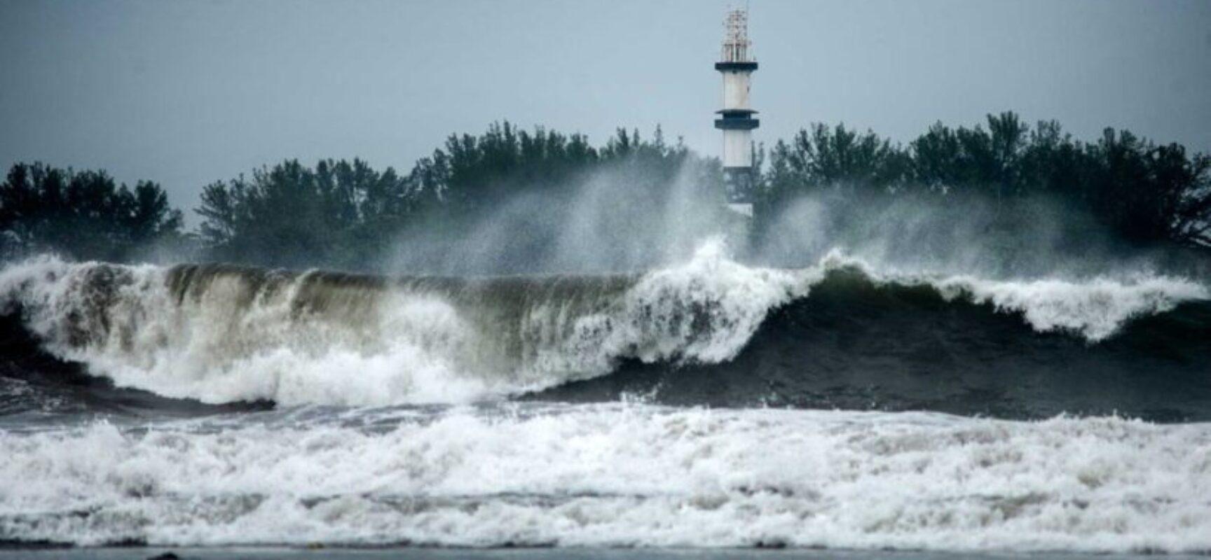Com ventos de 195km/h, furacão Grace se aproxima do México