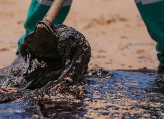 Derramamento de óleo na costa do Nordeste completa 2 anos sem responsabilização de culpados
