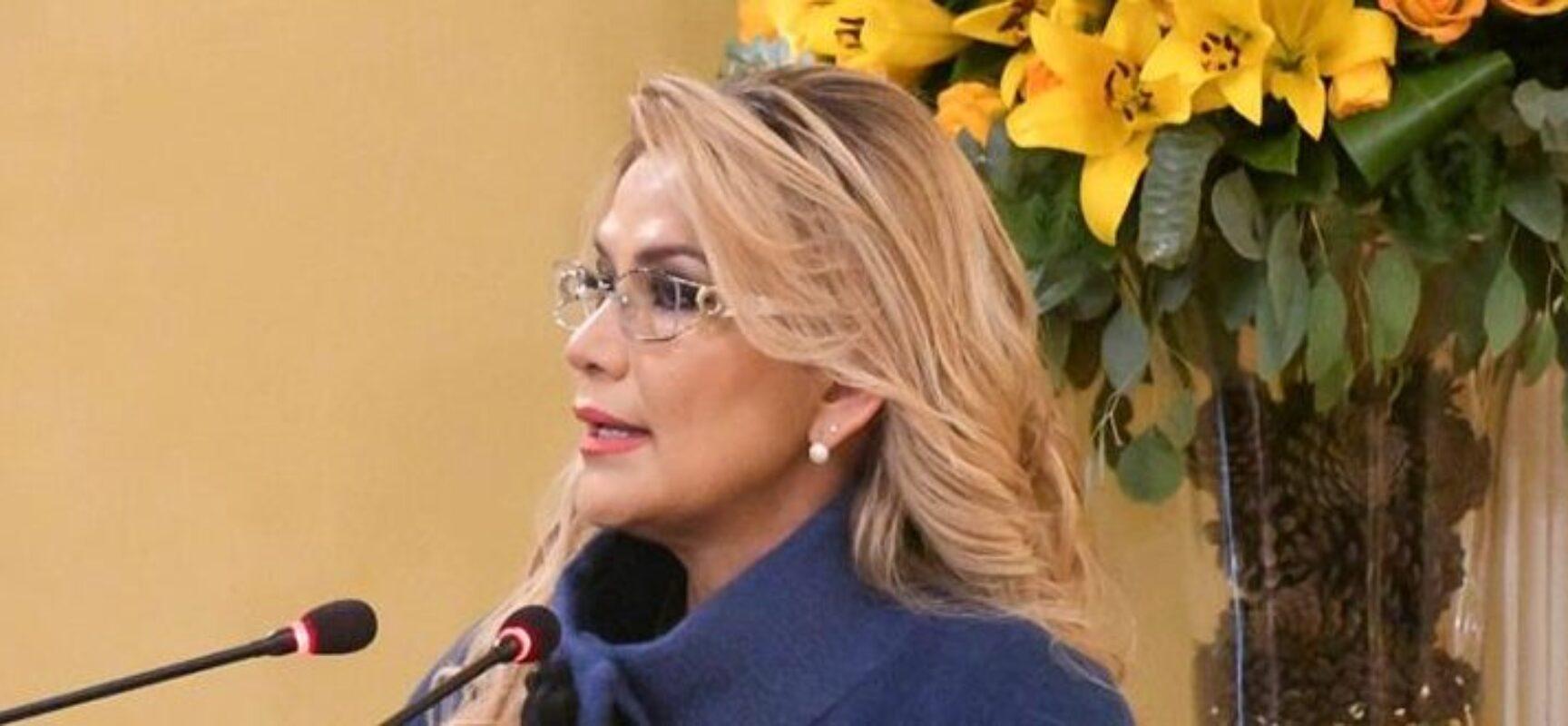 Ex-presidente da Bolívia, Jeanine Áñez, tem saúde estável após tentativa de suicídio
