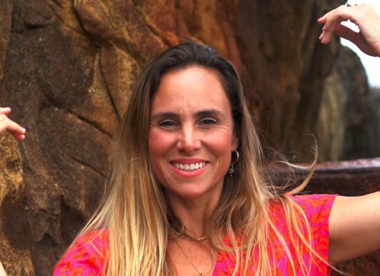 """Flavia Alves lança o videoclipe de """"Milagre"""""""