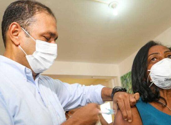 Ilhéus dá continuidade à vacinação com 1ª e 2ª dose contra a Covid-19 nesta segunda (9)