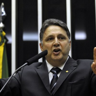 MPRJ denuncia policial por torturar ex-governador Garotinho na prisão
