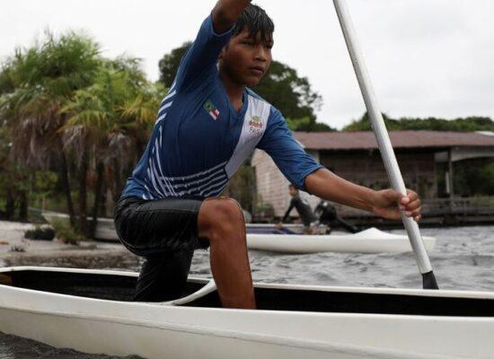 Ouro de Isaquias Queiroz na Olimpíada inspira crianças da Amazônia