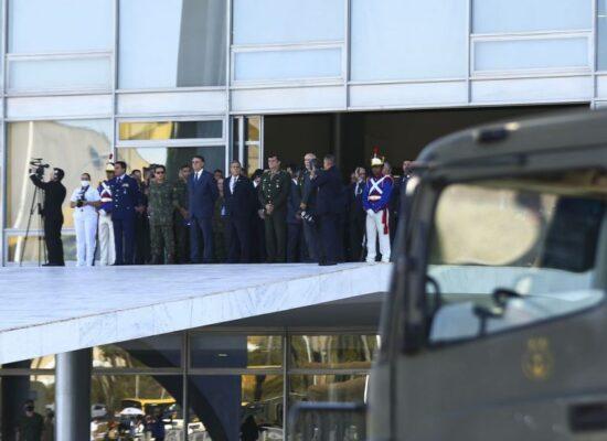 Pesquisadores defendem limite a ocupação de cargos civis por militares