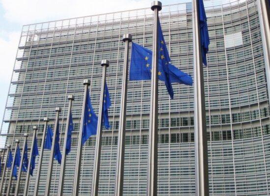 Pfizer e Moderna aumentam preços de vacinas em contrato com União Europeia