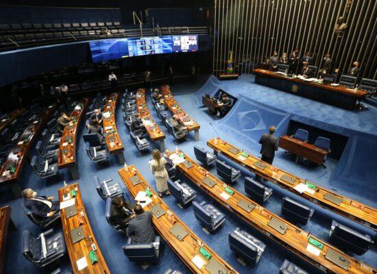 Senado aprova em 1º turno PEC que desobriga gasto mínimo em educação