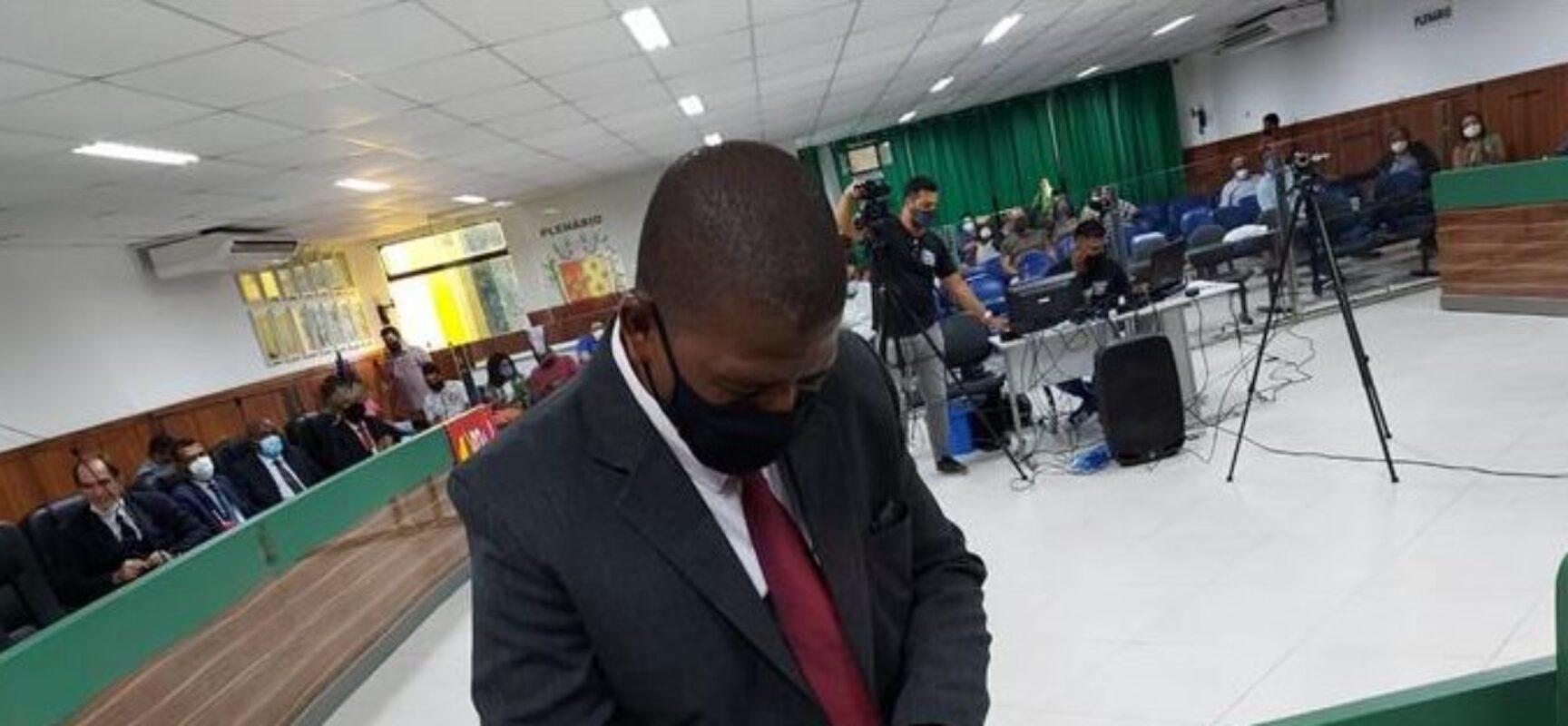 Sérgio do Amparo assume mandato e diz que chegou o momento da favela ser representada na Câmara