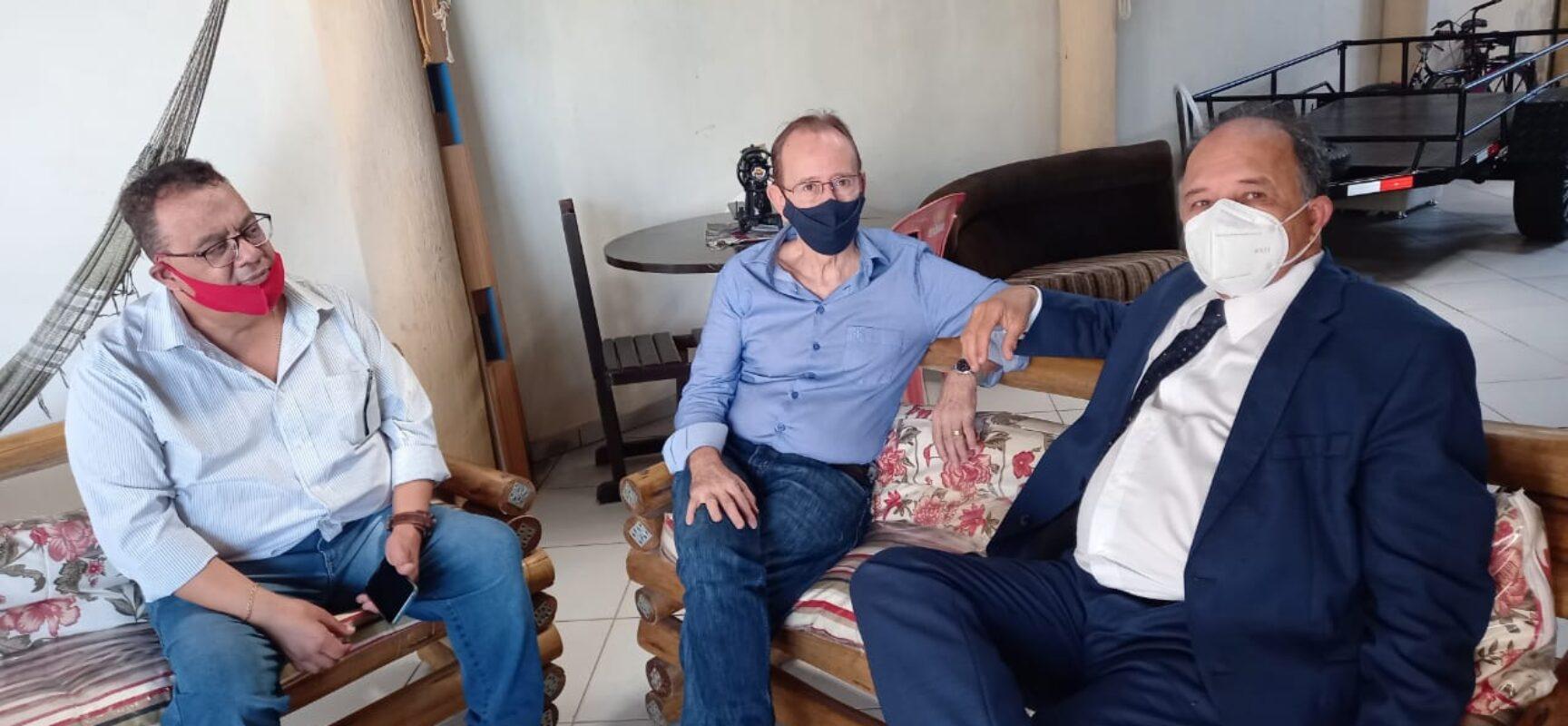 Dinailton Oliveira recebe apoio de advogados em Teixeira de Freitas