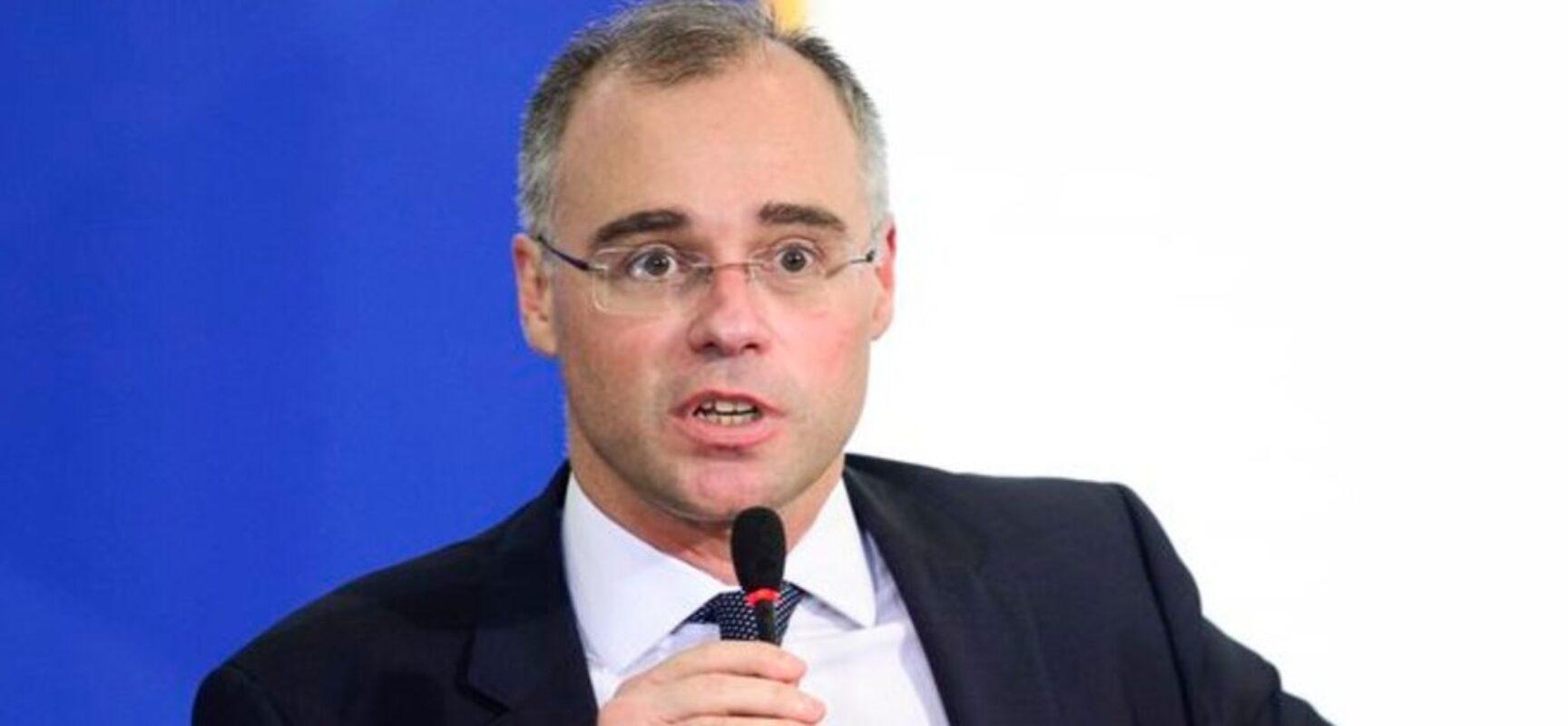 Discurso de Bolsonaro complica ambiente para aprovação de Mendonça ao STF