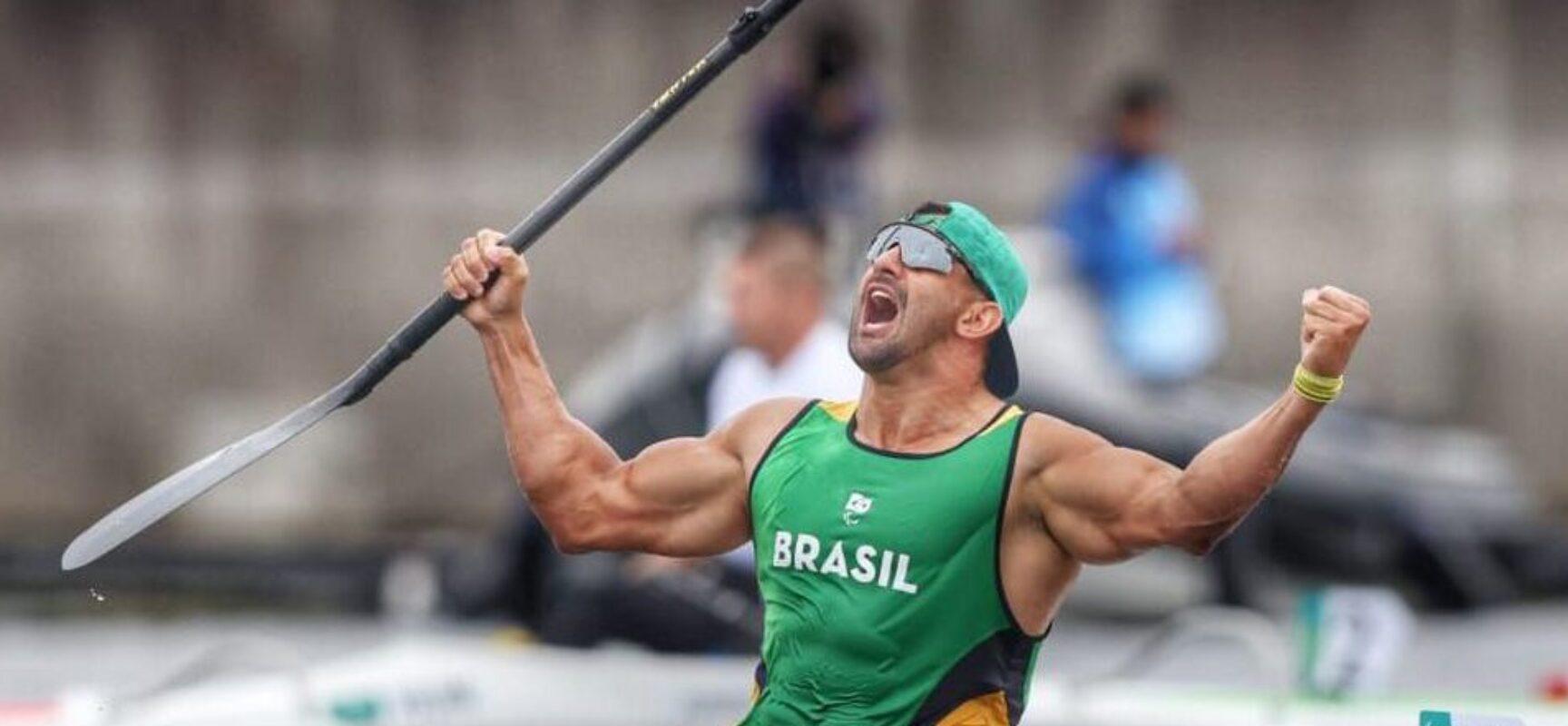 Fernando Rufino conquista ouro na canoagem na Paralimpíada