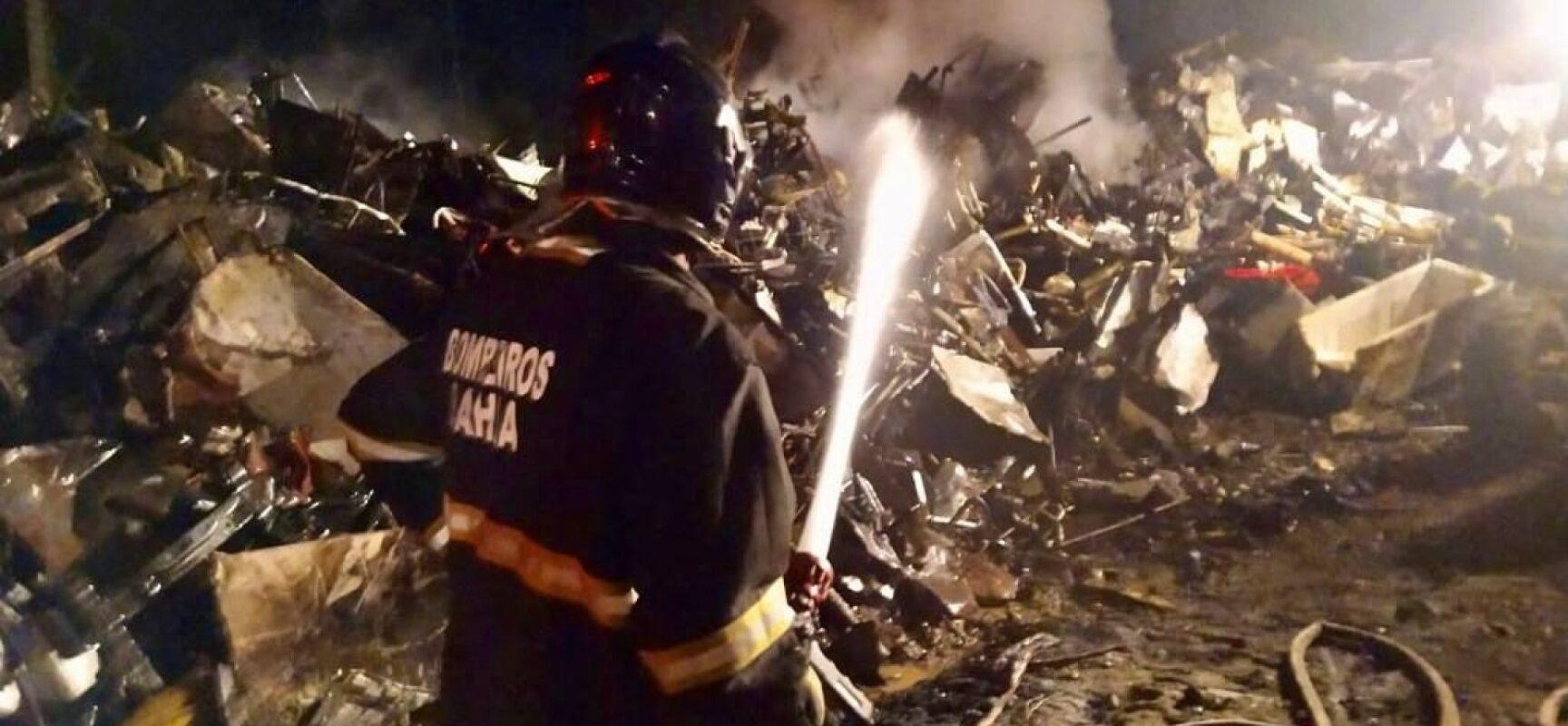 Ilhéus: após oito horas de combate, bombeiros controlam incêndio em depósito