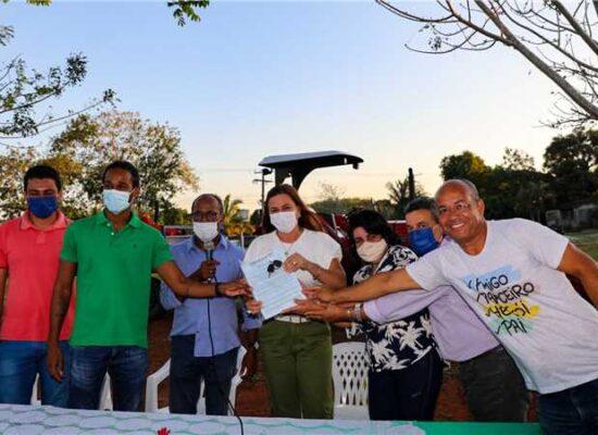 Ilhéus: SDE entrega trator e equipamentos no Assentamento Frei Vantuy