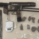 Rondesp prende homem armado com uma metralhadora